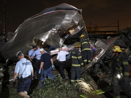 635671207400301137-635670714206452298-APTOPIX-Amtrak-Crash
