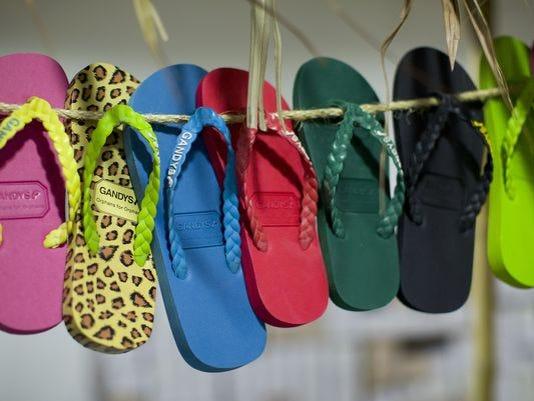 635678066362534107-flip-flops