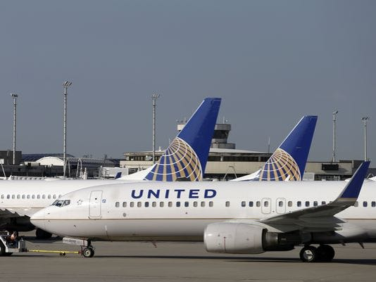 635719443633730921-635719431787915728-AP-United-Airlines