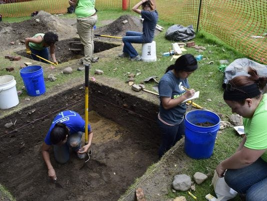 635732405514688658-archaeology-dig
