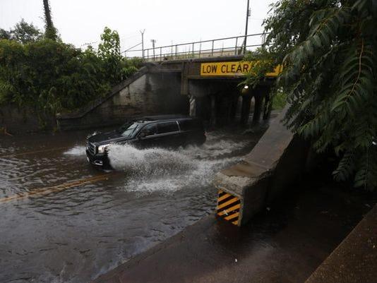 635749062067389992-635743740214875320-flooding