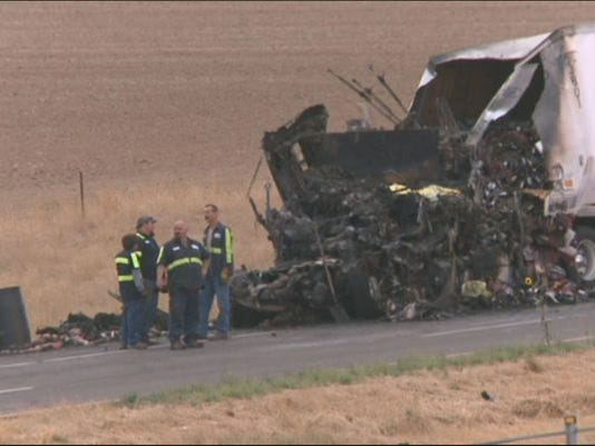 UPDATE: One lane of southbound I-25 reopens after crash