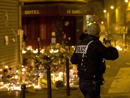 635832072372183848-635831919975742954-AP-France-Paris-Attacks