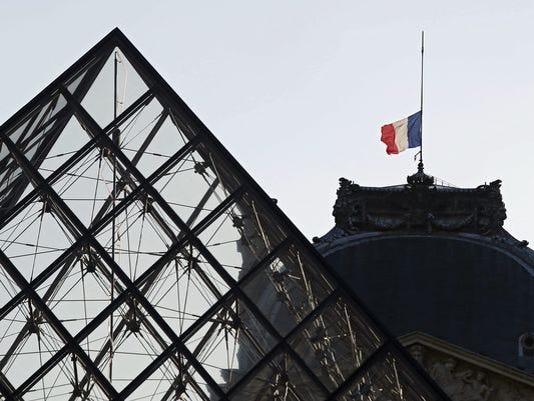 635832576831869390-635832380297814960-EPA-FRANCE-PARIS-ATTACKS-AFTERMATH