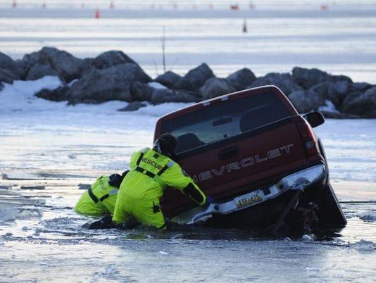 635897801804359650-635897760549357061-Ice-crash2.jpg