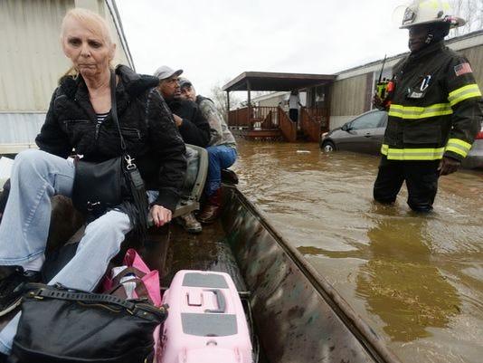 Thousands flee, 3 dead as 'historic' floods swamp South