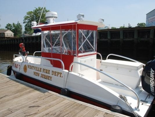 635950298343762631-fireboat.jpg