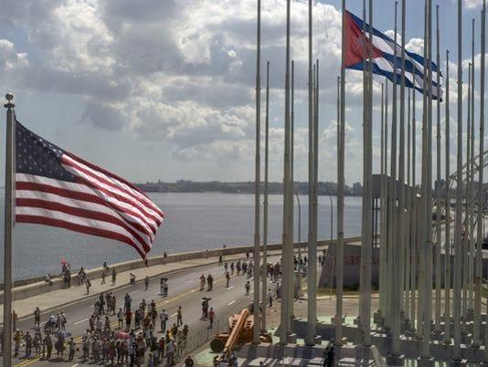 635985657635612527-635918633510982383-US-Cuba-Flags.jpg