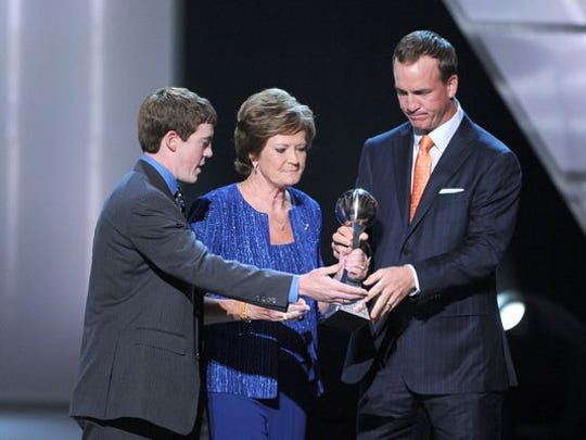 Peyton Manning with Pat Summitt at the 2012 ESPY Awards.
