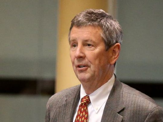 Nashville attorney Thomas Dundon speaks to the Rutherford