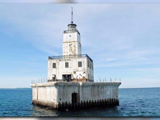636063288389489006-lighthouse.jpg