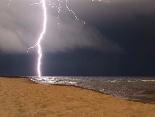 636075411104246756-lightning.jpg