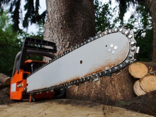 636077179263444413-chainsaw.jpg