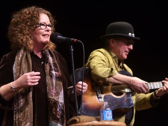 The husband-and-wife duo of Mollie O'Brien and Rich Moore will perform at the Minstrel acoustic concert series tonight. O'Brien started performing with her younger brother, bluegrass artist Tim O'Brien. Since the early 1980s, she has recorded in various genres, including bluegrass, R&B and folk.