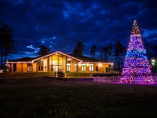 636154136100969811-635835500862479789-Christmas-in-Roseland.jpg