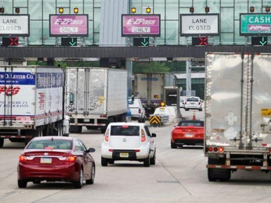 Vehicles approach the Interstate 95 toll plaza near Newark. Two cash lanes at the toll will close Jan. 3 until the end of March.