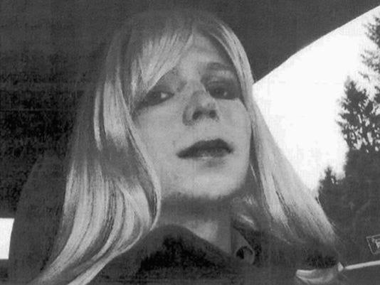 636303834019226413-636202734539573880-AP-Chelsea-Manning-Obama.jpg
