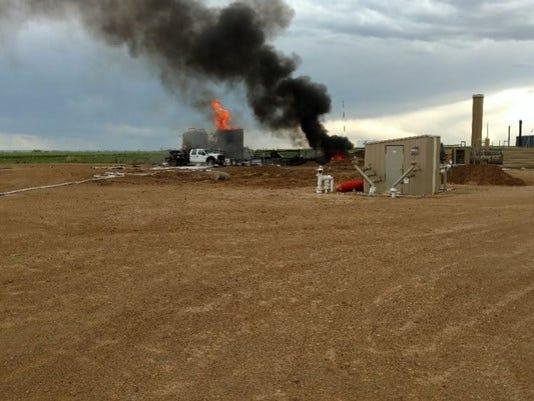 636313450125286204-Oil-tank-fire-1495750943495-9562133-ver1.0.jpg