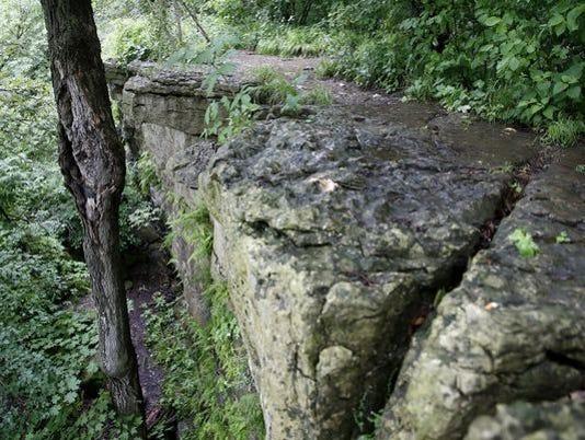 636337353286121289-cliff.JPG
