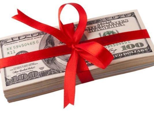 636406817588031058-bonus-cash-gettyimages-496155810-large.jpg