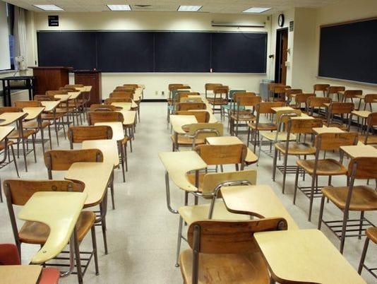636424714932725563-school-desks.jpg