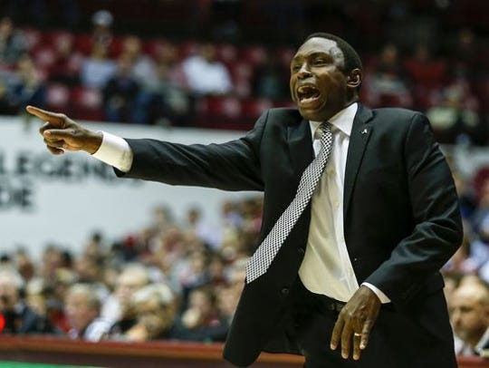 Alabama men's basketball coach Avery Johnson