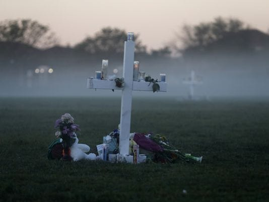 636545746028049156-636545573583260822-AP-APTOPIX-School-Shooting-Florida.jpg