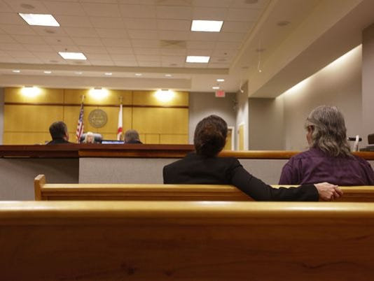 635510827985575918-635506996149690120-courtroom