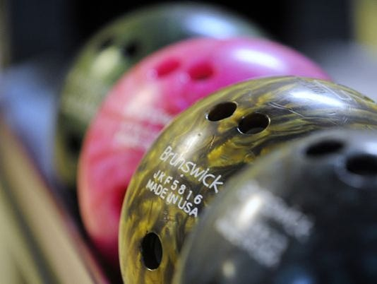 635493890988446143-bowling3