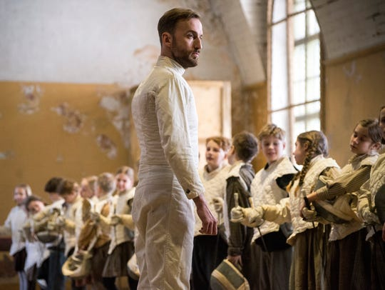 Endel (Märt Avandi) becomes a fencing instructor in