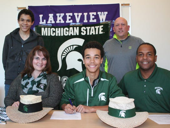 Lakeview's Andrew Walker has signed to play golf at