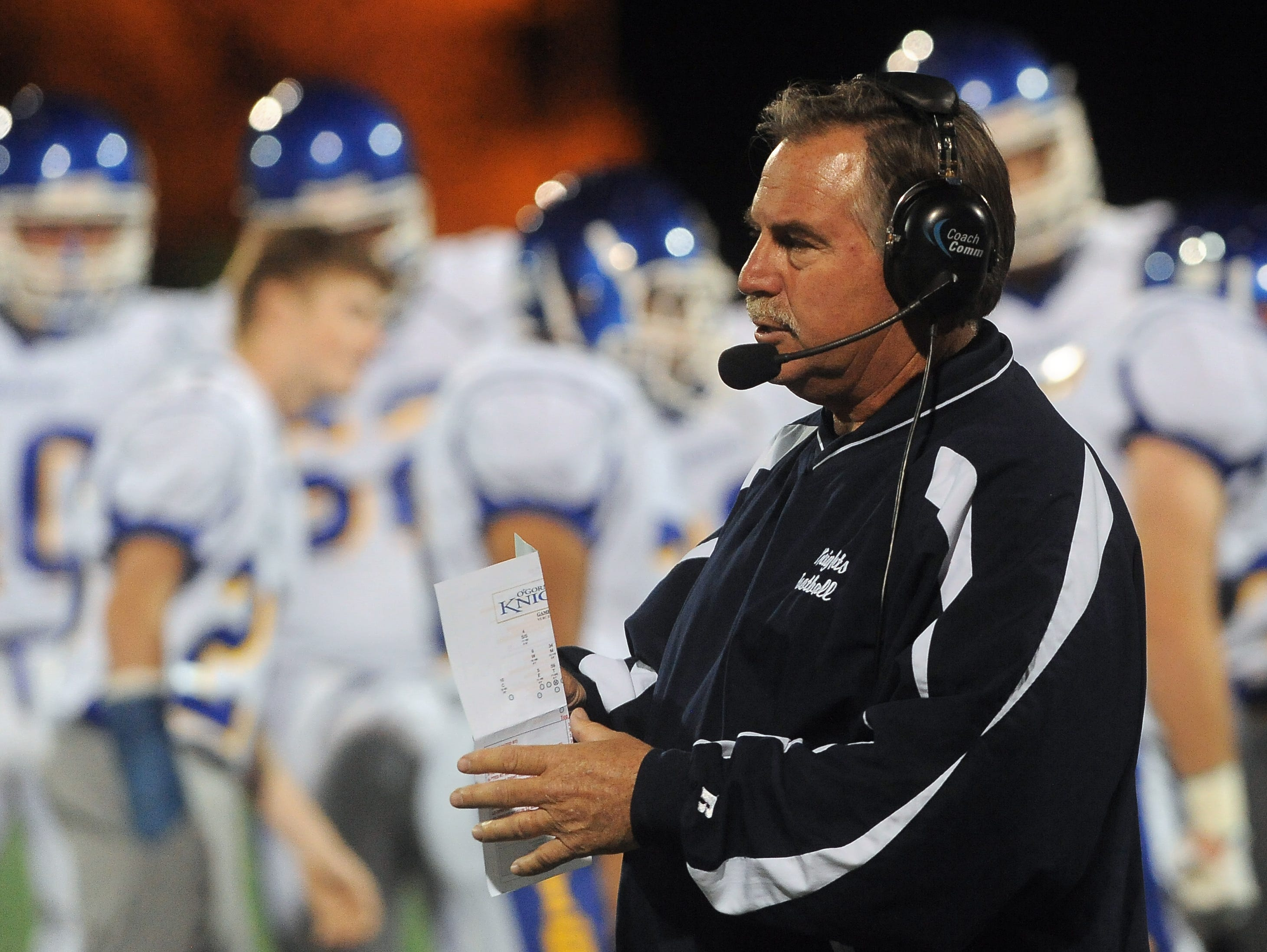 O'Gorman football coach Steve Kueter will be honored with a retirement roast on April 15.