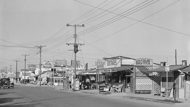 A Russell Lee photo shows part of the 2800 and 2900 blocks of North Water Street in February 1939. Some of the North Beach buildings appear to be little more than sheds with signs on them.