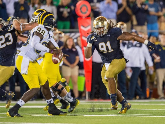 Fighting Irish lineman Sheldon Day (91).