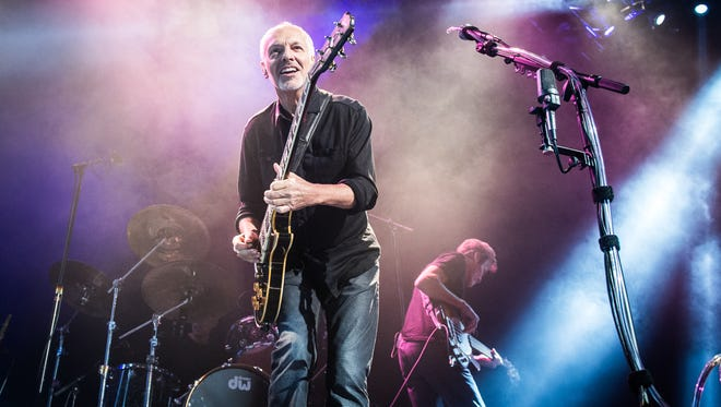 PARIS, FRANCE - OCTOBER 20: Peter Frampton opens for Deep Purple at Le Zenith on October 20, 2013 in Paris, France. (Photo by David Wolff - Patrick/Redferns via Getty Images)
