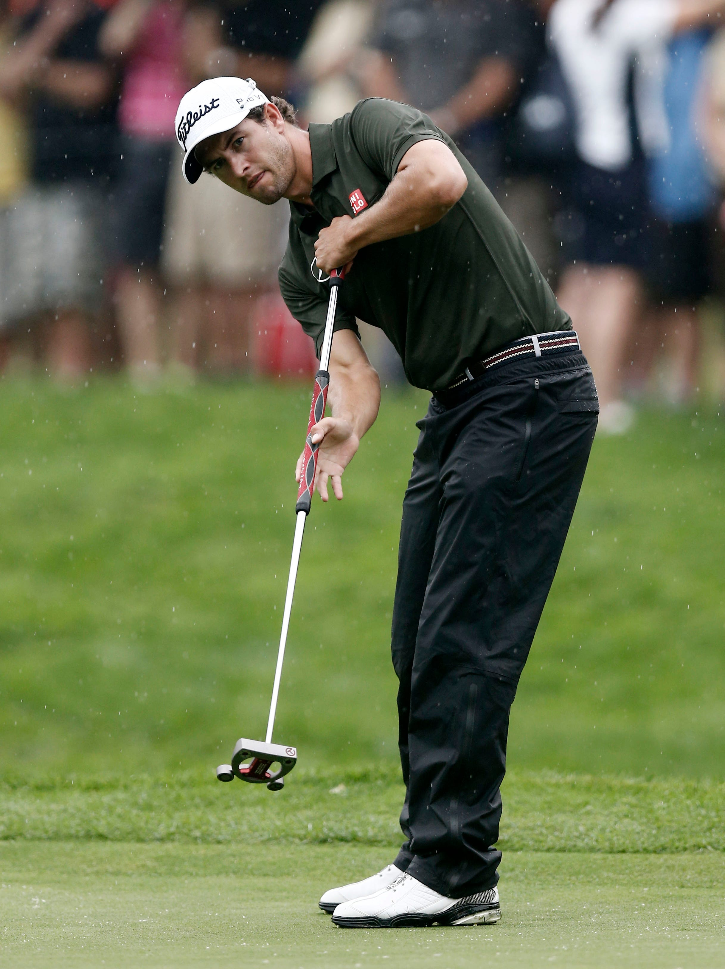 2013-8-9 pga adam scott putts 11