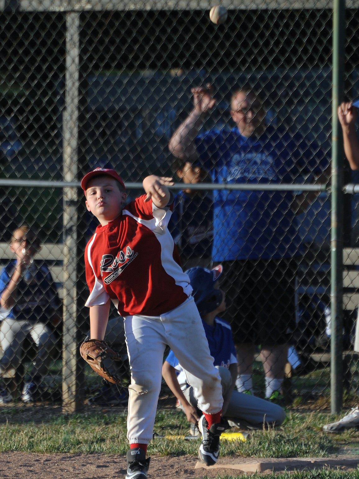 Jack Oyer throws the ball to a teammate during a game