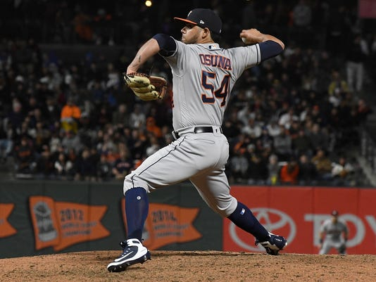 reputable site 3d076 564ff Roberto Osuna makes first for Astros appearance following ...