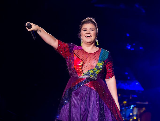 Kelly Clarkson on her 2015 Piece by Piece Tour performs