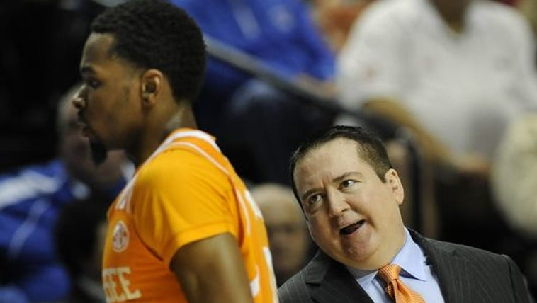 Tennessee coach Donnie Tyndall talks with Kevin Punter