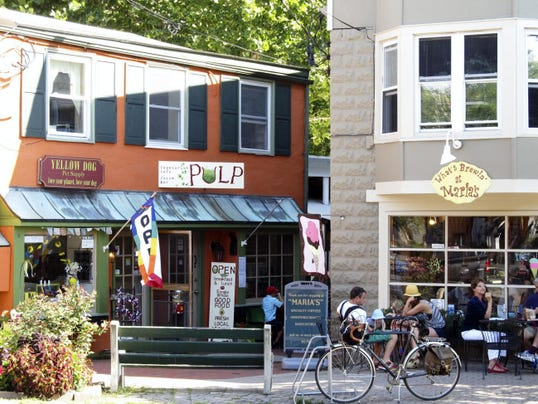 Visitors to Frenchtown enjoy two of the several restaurants in the shopping area.