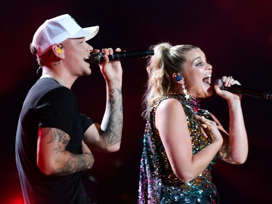 Kane Brown performs with Lauren Alaina at the 2018