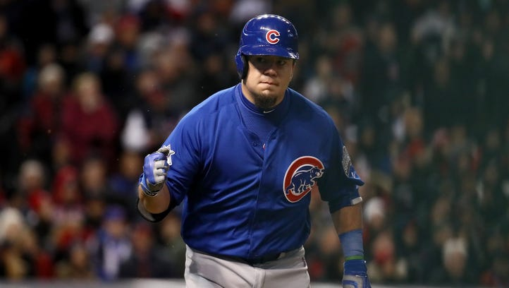 Kyle Schwarber drives in two runs to help the Cubs