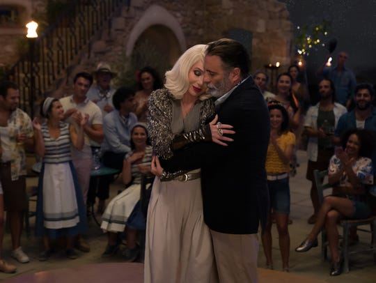 Ruby Sheridan (Cher) snuggles with Fernando (Andy Garcia).