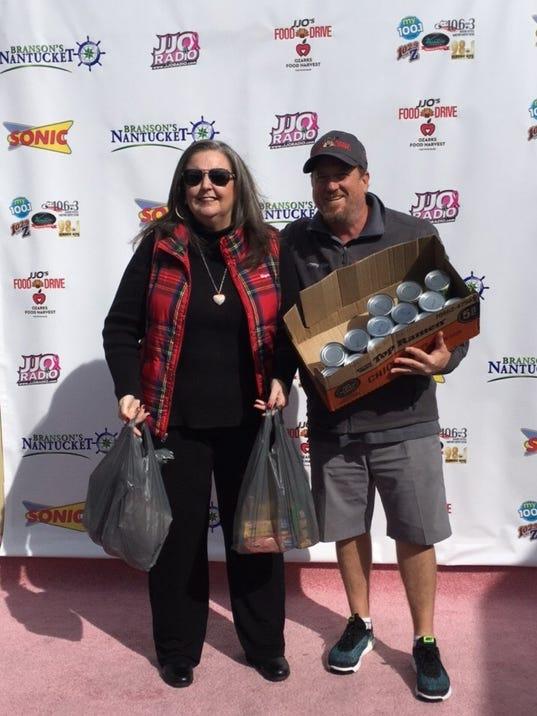 636459071576242117-Jimmy-Olson-accepts-food-donation-from-Mayor-Karen-Best-of-Branson.jpg
