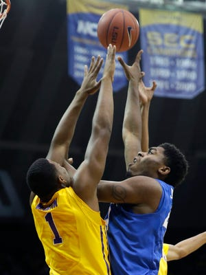 Kentucky center Dakari Johnson, right, shoots against LSU forward Jarell Martin (1) in the first half of an NCAA college basketball game in Baton Rouge, La., Tuesday, Feb. 10, 2015. (AP Photo/Gerald Herbert)