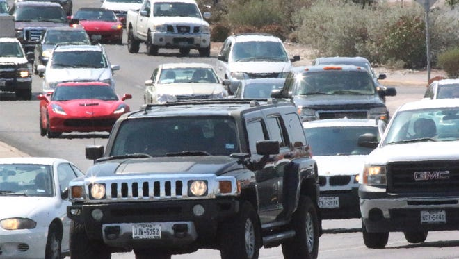 Drivers make their way along N. Mesa Street near the intersection with Executive Center Boulevard on Monday. El Paso has the 12th best drivers among the nation's 75 largest metro areas, according toQuoteWizard, a Seattle-basedinsurance comparison website