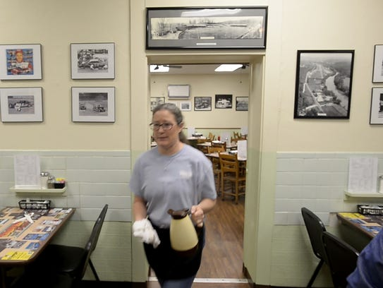 Server Cheryl Alwine rushes to place orders early Wednesday