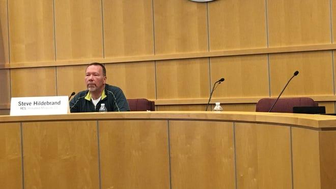 Steve Hildebrand, sponsor of Initiated Measure 21, speaks at Sioux Falls forum.