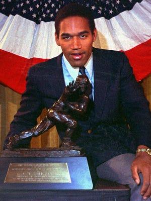 O.J. Simpson wins the Heisman Trophy in 1968.